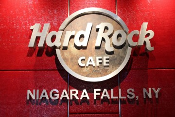 When Hard Rock Café Hired 120 People Through Facebook in Four Weeks
