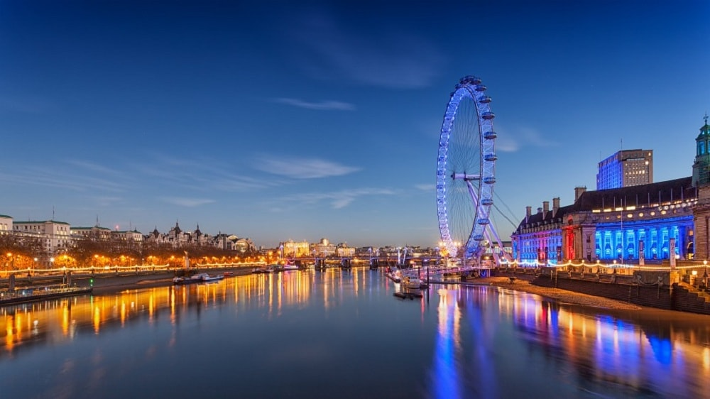 londoners-work-more-than-rest-of-the-uk