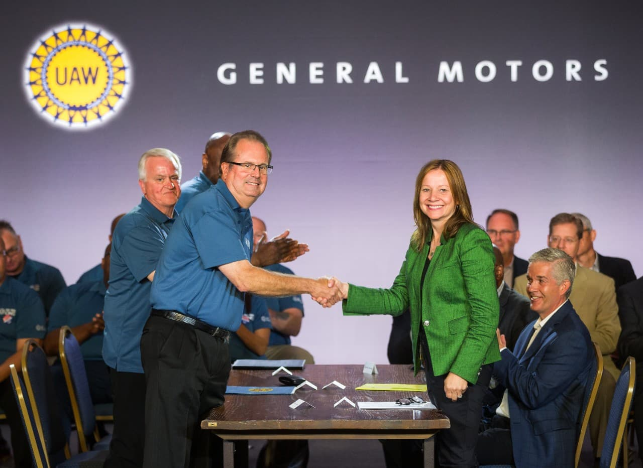 UAW-GM Handshake Opens Contract Negotiations